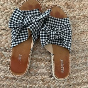Slide sandals with bow